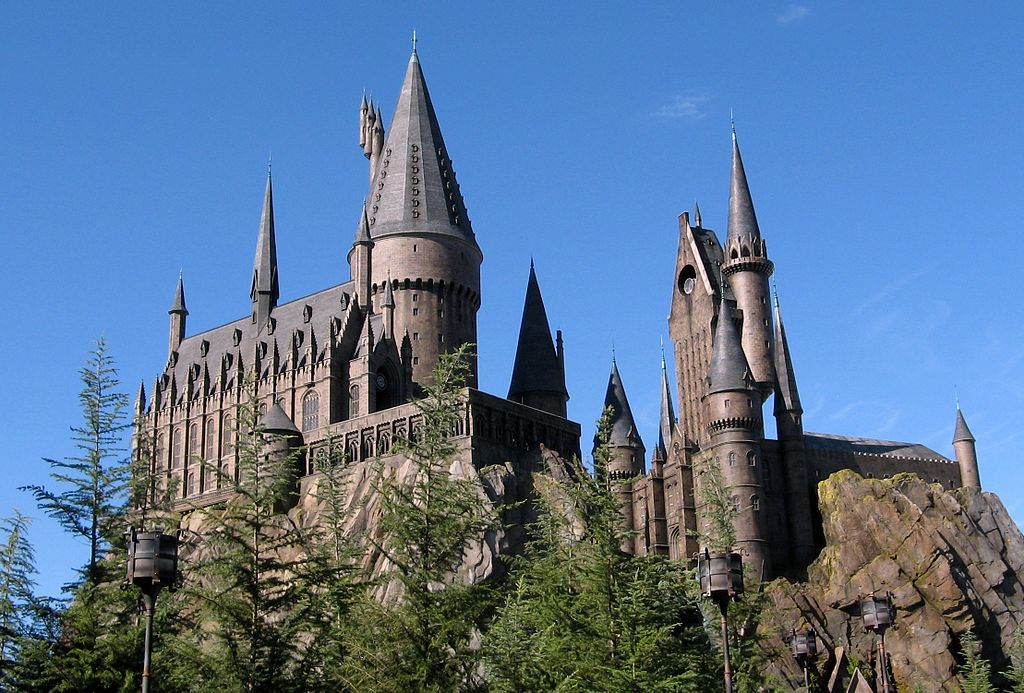 1024px-Wizarding_World_of_Harry_Potter_Castle