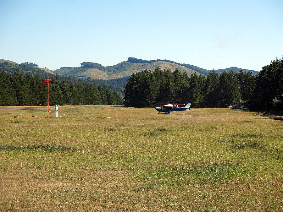 Itinerant parking at the airstrip