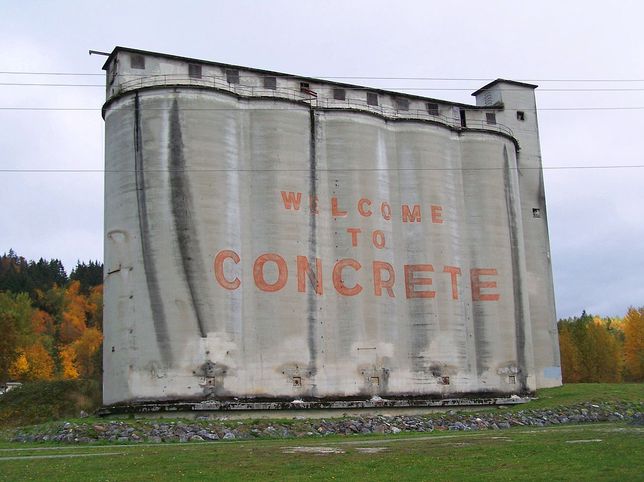 Concrete_silos_in_autumn