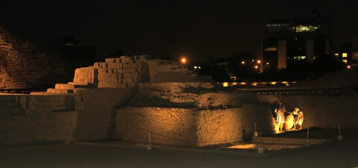 Huaca Pucllana at night