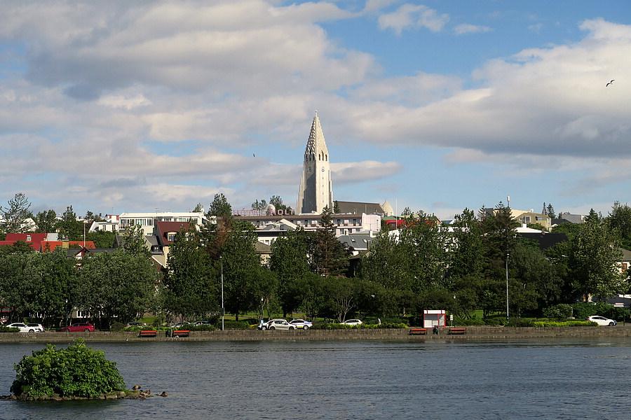 Tjorn Lake with Hallgrimskirkja