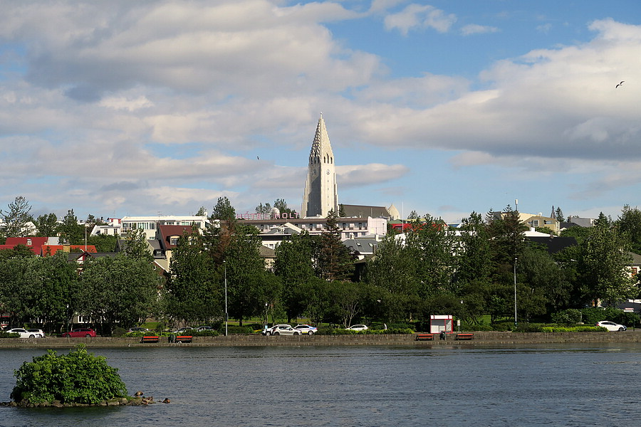 Tjorn Lake with Hallgrimskirkja